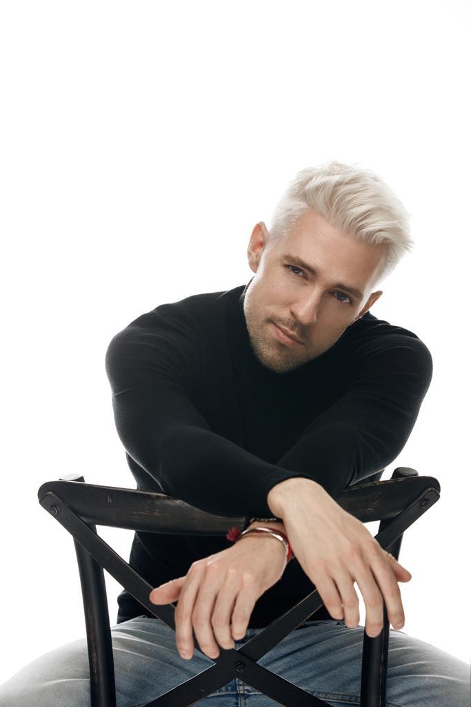 Певец Маркус Рива начал сотрудничество с уникальной краудфандинговой платформой Fanvestory и объявил дату выпуска нового альбома