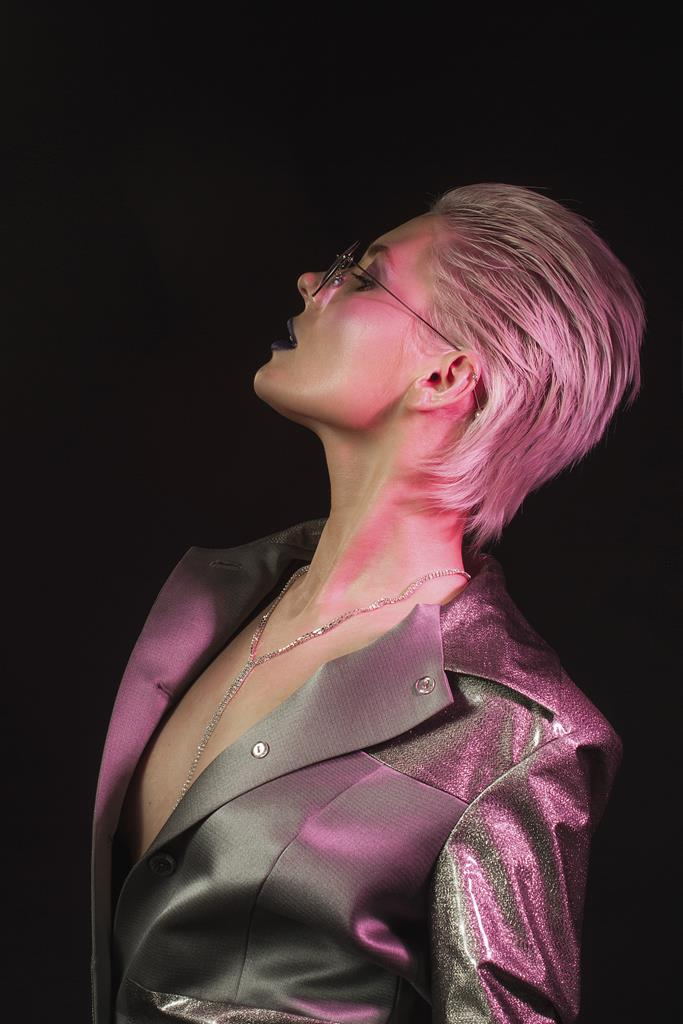 SHENA? представила новый альбом «8 грех»