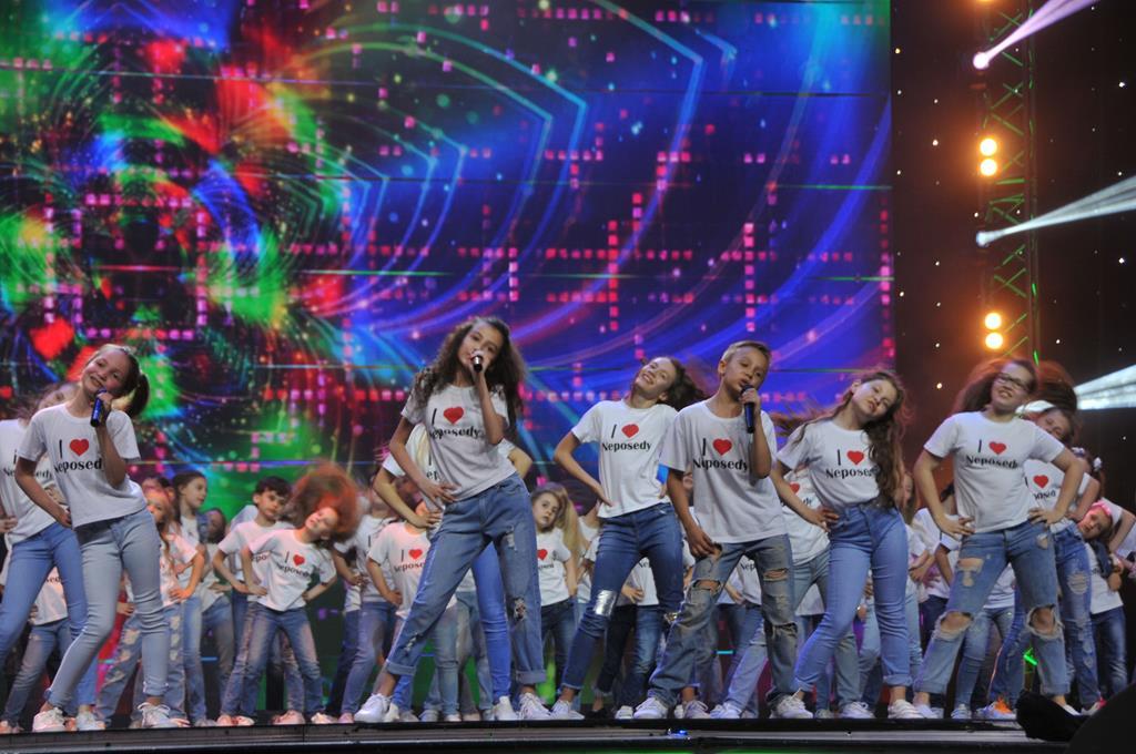 Непоседы споют со своими родными на сцене Театра Российской Армии